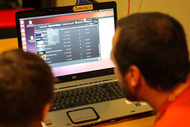 Ubuntu France users at a release party.